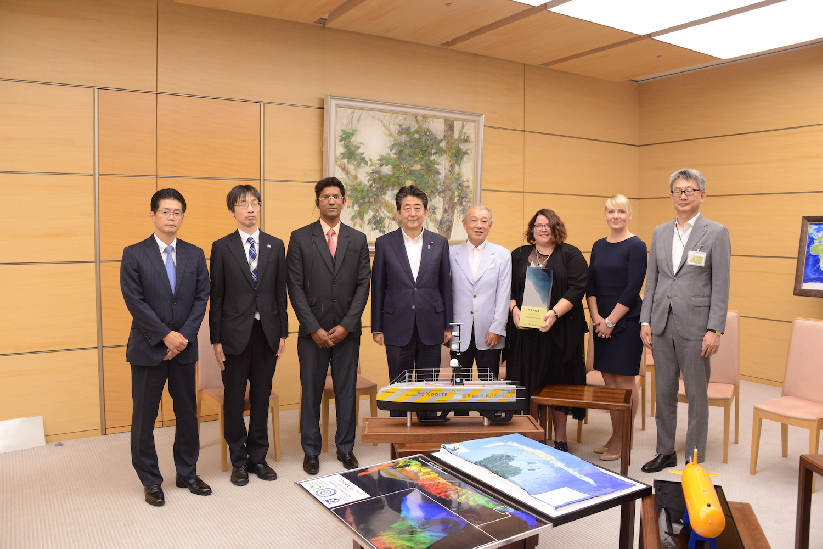 Shell Ocean Discovery XPRIZE Teams meet with the Prime Minister of Japan (Shinzo Abe, fourth from right) and the Chairman of the Nippon Foundation, Yohei Sasakawa (fifth from right)